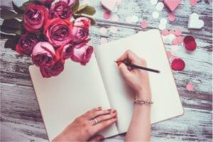 Frau schreibt Liebeszitate